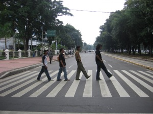 """Bergaya """"Abbey Road"""" di Jakarta"""