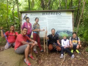 Pos 1 pendakian di Wae Rebo...Hayok pada senyum walau ngos-ngosan